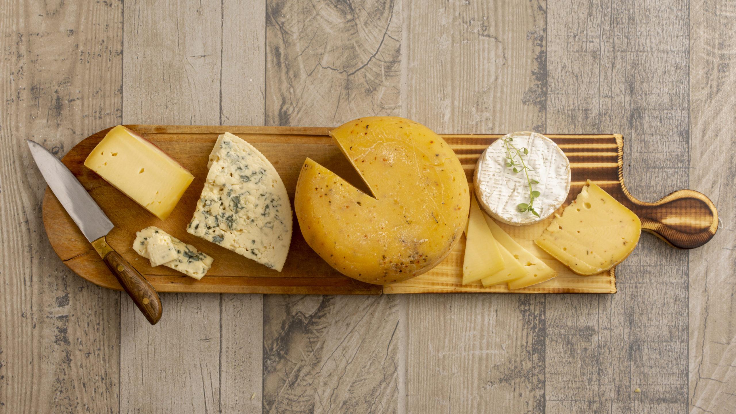 Cașcavaluri maturate și brânză sărată